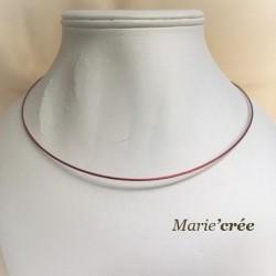 Tour de cou semi rigide en fil câblé de couleur Rouge